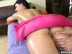 The guy gets her naked... - Wetplace