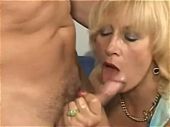 Horny mom ... xoo5.com