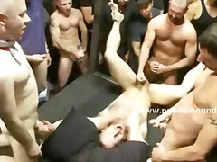 fetish, bdsm, leer, orgie, bj, groot piel, hard, hand job, beer, skeef
