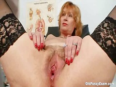 Redhead mature dirty pussy stretching