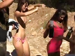 Outdoor blowjob party for college coeds