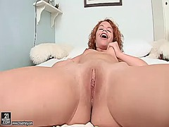 Netu has some time to play with her pussy